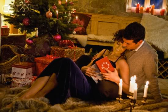 christmas-holiday-couples-romantic-love-lovers-witeczne-romantic-couple_large